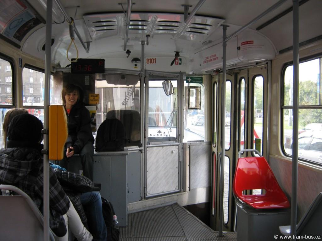 045 - interér vozu DPP Tatra T3M 8101 stará kabina