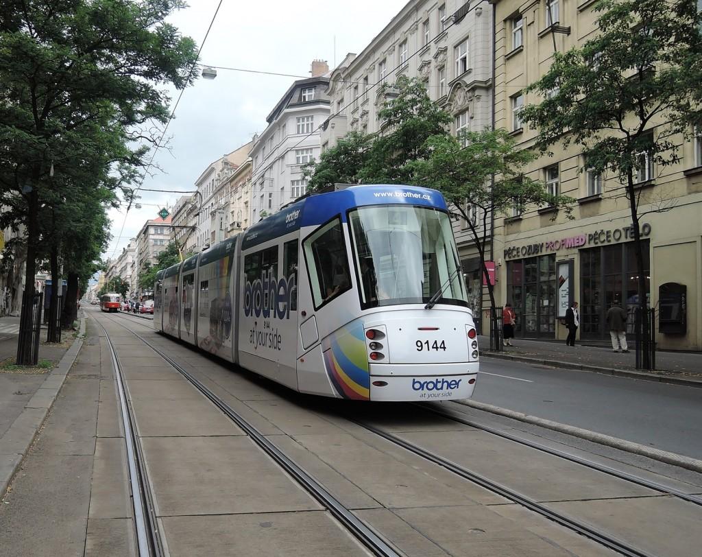 6589 - linka 4 Štěpánská DPP Škoda 14T 9144