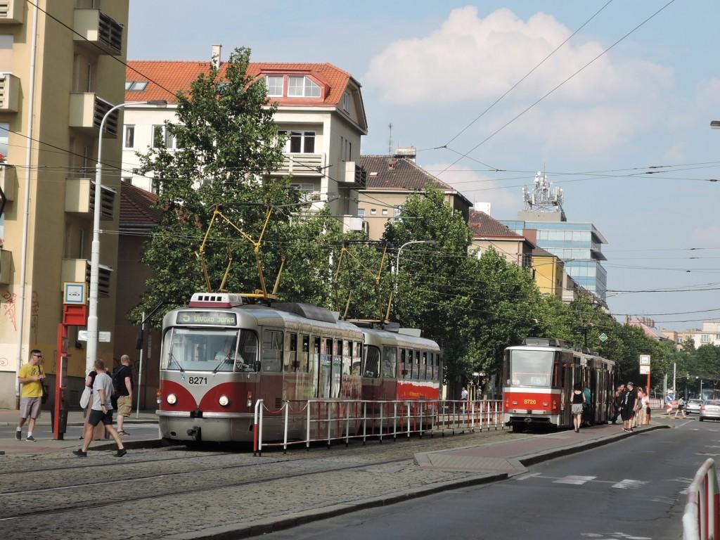 6661 - linka 5 Ohrada DPP Tatra T3R.PLF 8271 a Tatra T6A5 8726