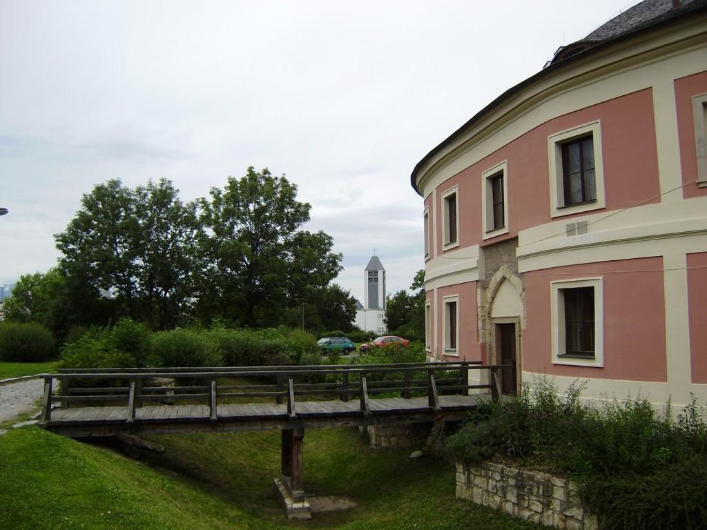b32 - Chodov - tvrz a kostel