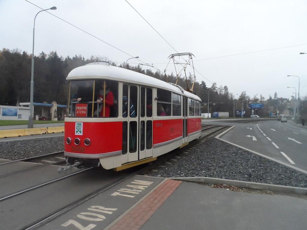 T1 za zastávkou Krematorium Motol