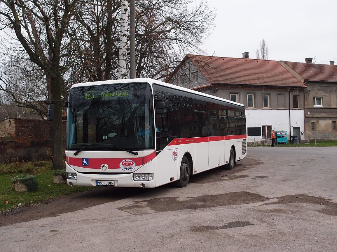3 - autobus linky 220023 odpočívá vyčkává v obratišti Koleč,,zámek