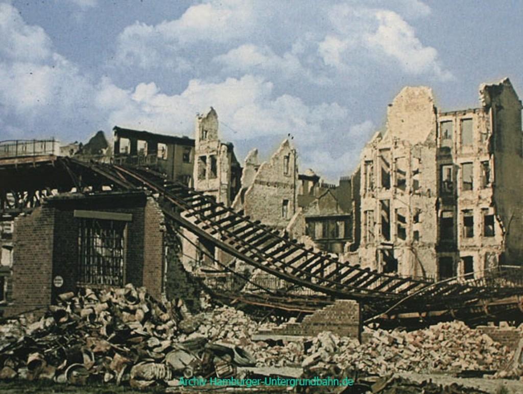 Hochbahn zničena spojeneckými nálety.