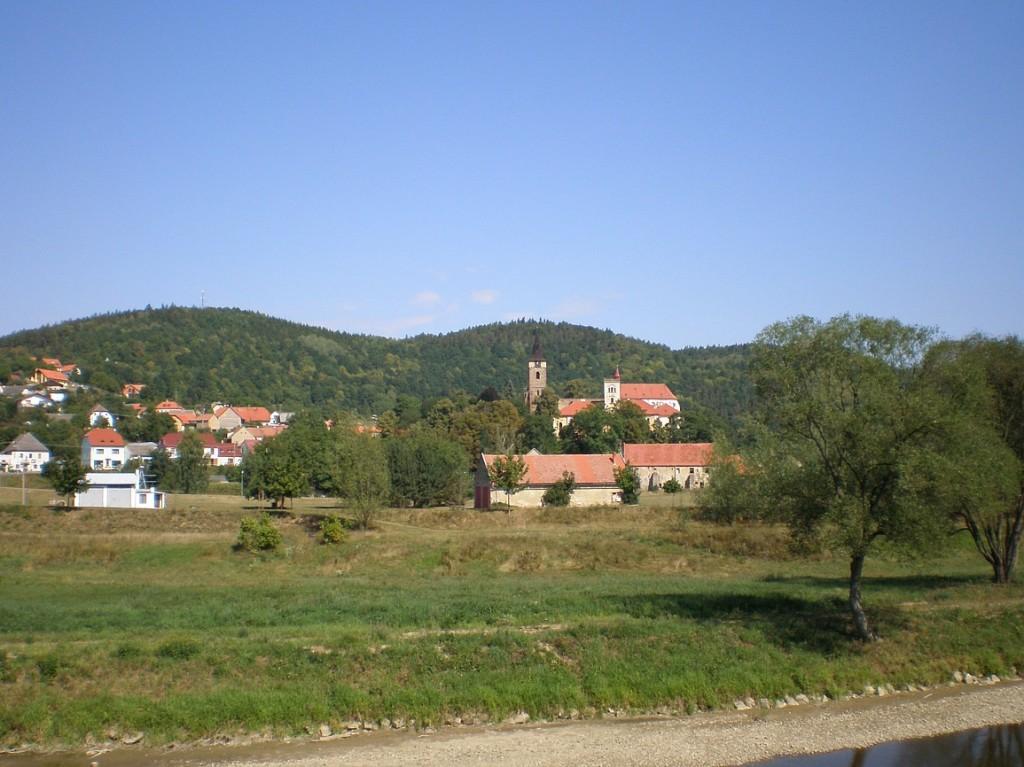Černé Budy s klášterem