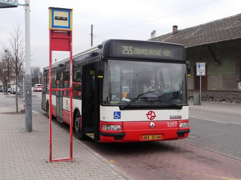 linka 255 na Nádraží Radotín