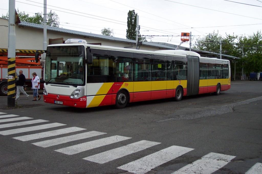 Pardubice,_Vozovna_Dukla,_Irisbus_Citybus_(kloubový,_Hradec_Králové)