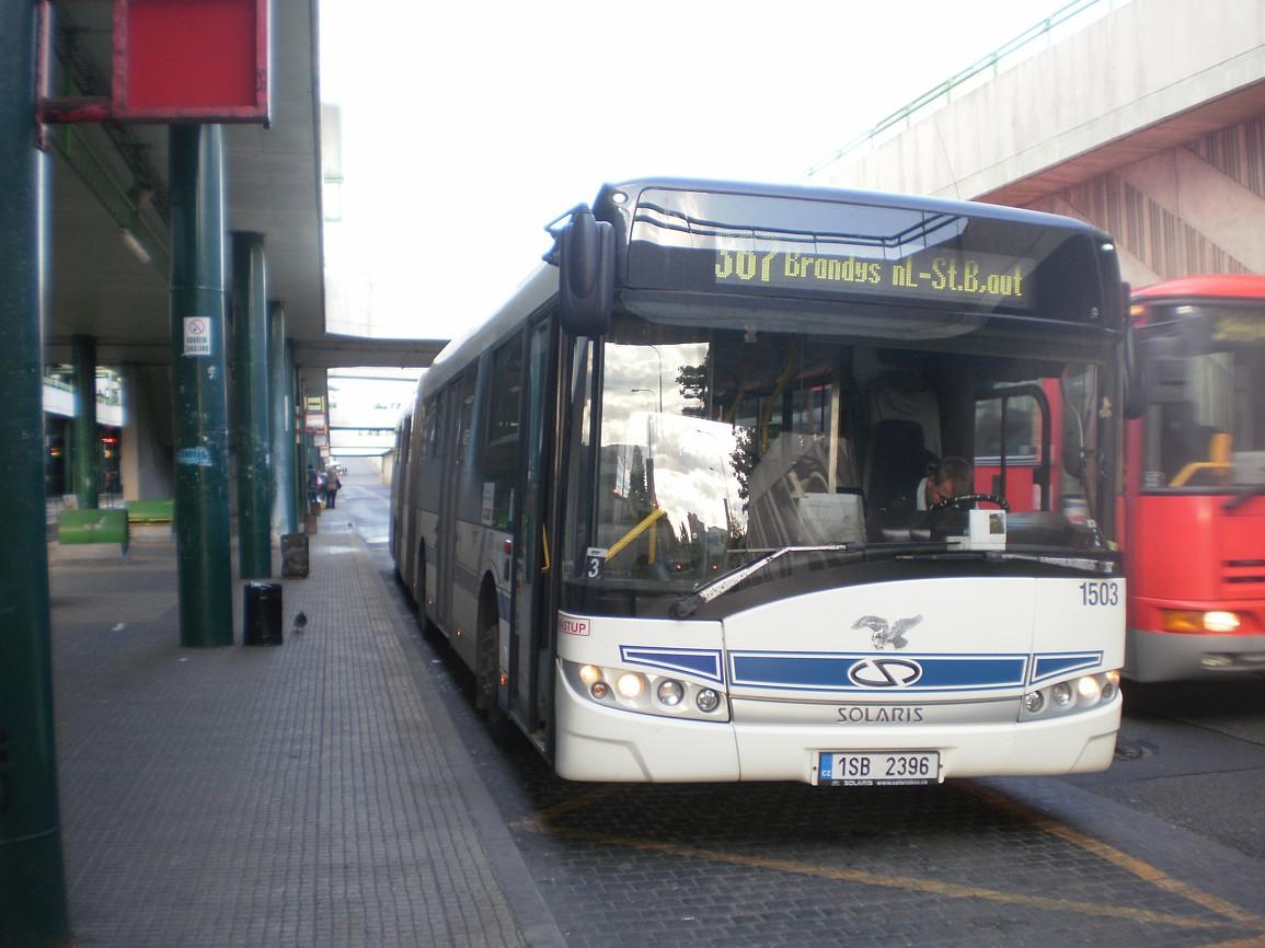 Autobus linky 367 na Černém Mostě se připravuje na cestu do Staré Boleslavi
