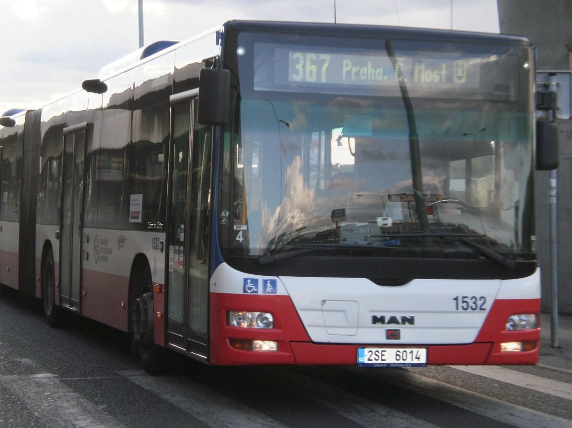 Autobus linky 367 přijíždí na Černý Most