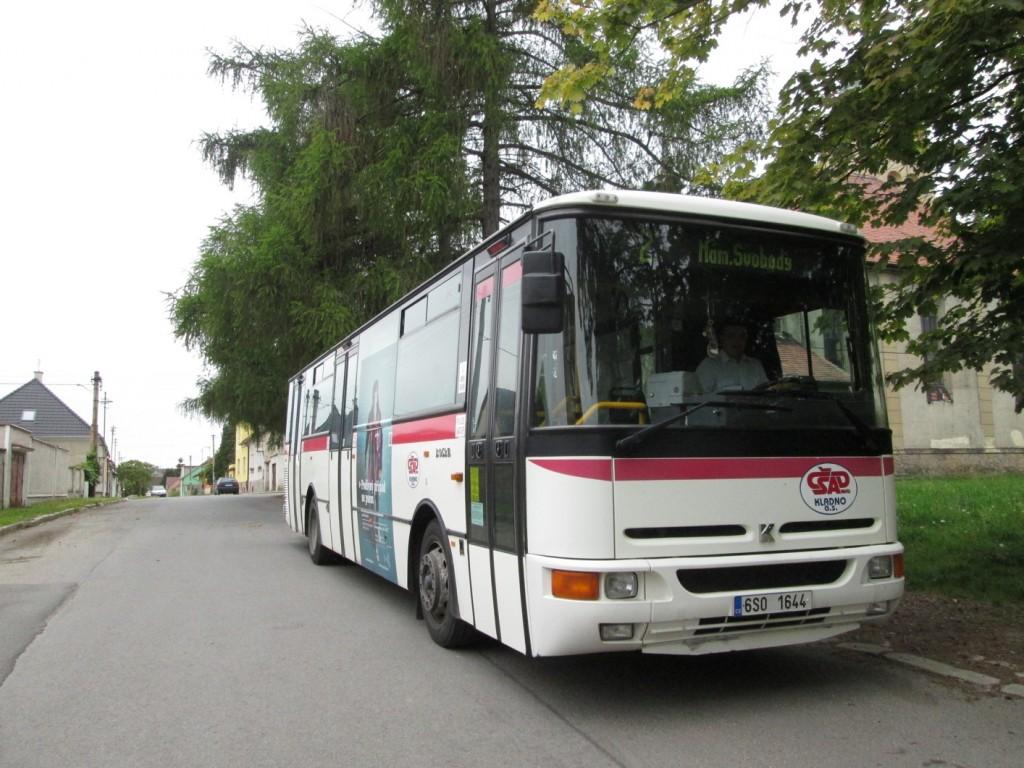 Autobus linky 2 v Hnidousech (Foto: JAH)