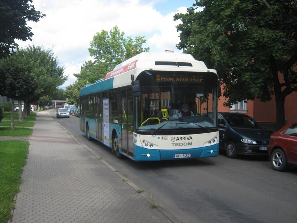linka 4 u náměstí Horníků