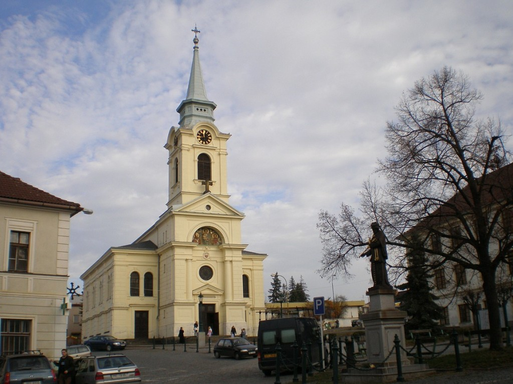 Březové Hory - náměstí J-A-Alise s kostelem svVojtěcha