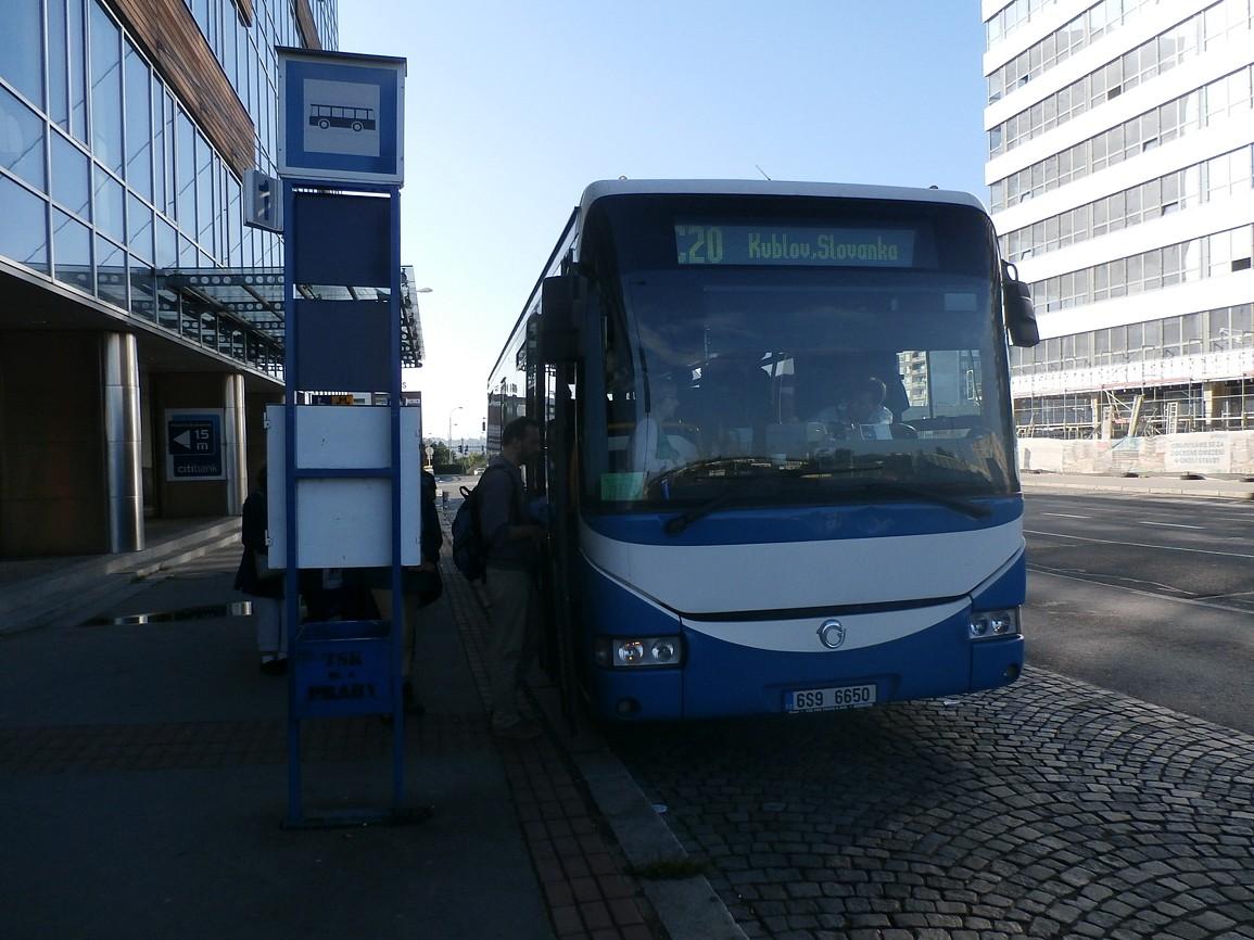 přímý spoj C20-C22 směr Kublov v Praze na Nových Butovicích