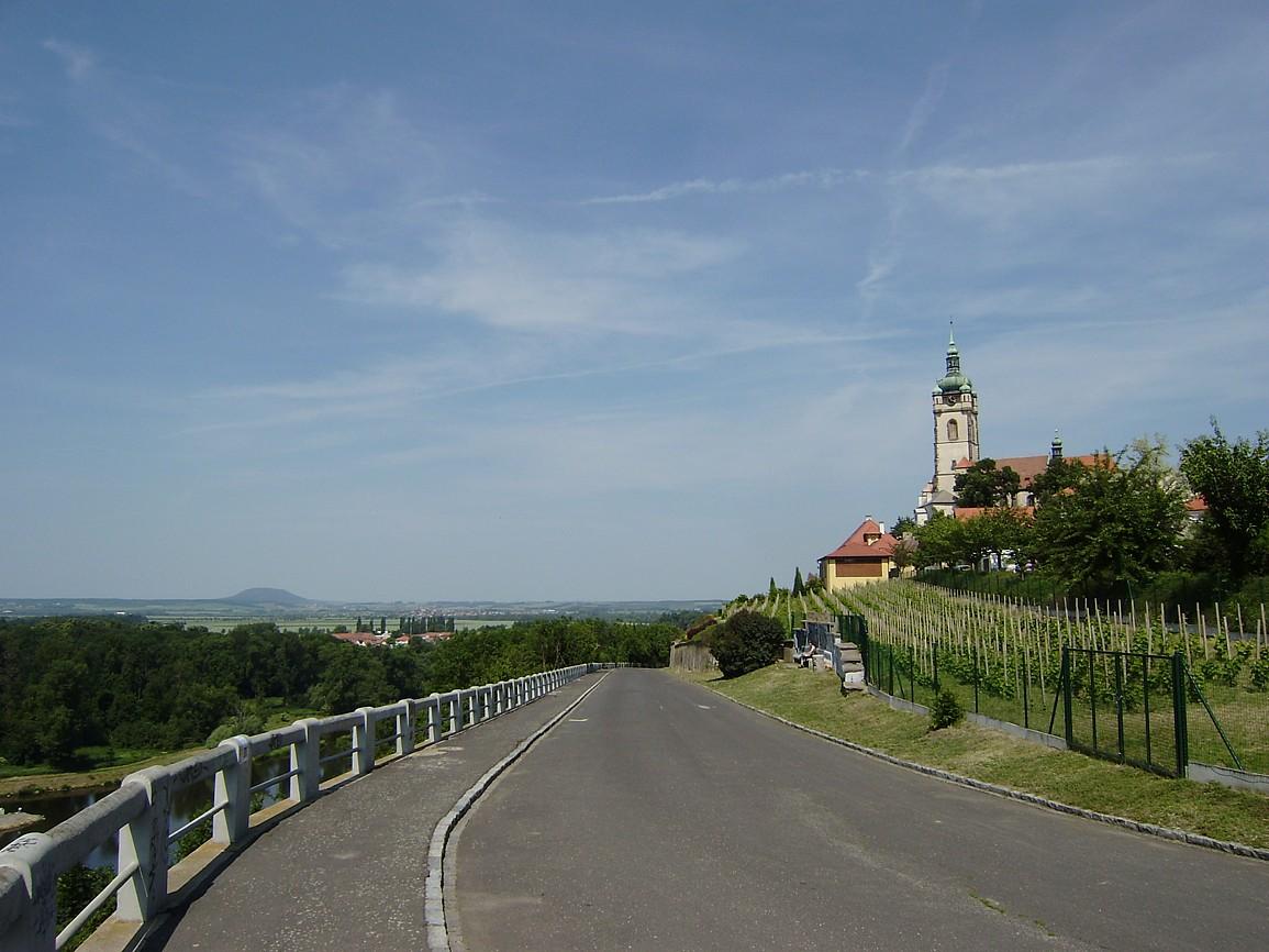 Mělník - pohled na věž kostela svPetra a Pavla a Říp