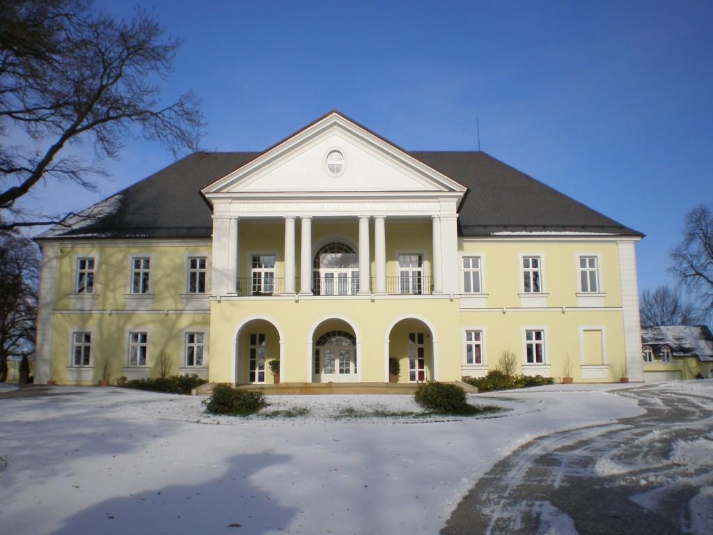 141 - Klecany - zámek
