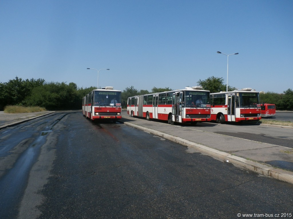3933-rozloučení-s-vozy-Karosa-B-741-linka-213-Jižní-Město-DPP-Karosa-B-741-6116-6105-a-6150.JPG