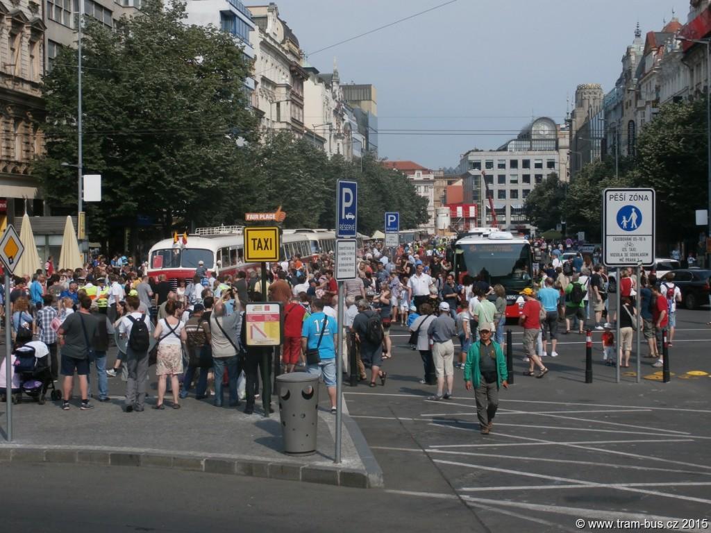 3962-90-let-autobusů-v-Praze-autobusový-průvod.JPG