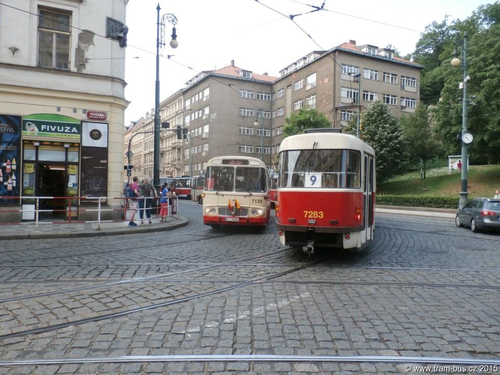 3981-90-let-autobusů-v-Praze-autobusový-průvod-Újezd-DPP-Karosa-ŠM11-7135.JPG