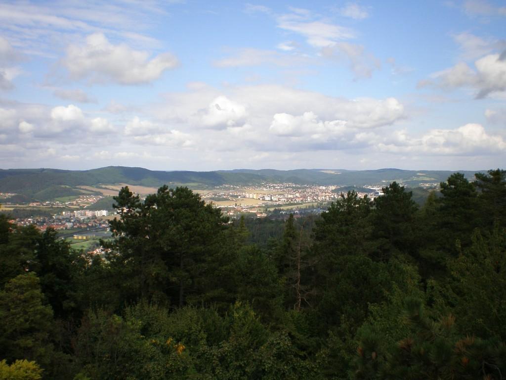 412 - pohled z Koukolovy hory na S (na Beroun a Králův Dvůr)