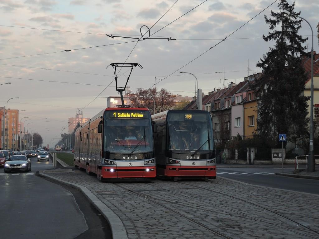 4917 - linka 1 a 18 Sídliště Petřiny DPP Škoda 15T 9218 a 9310