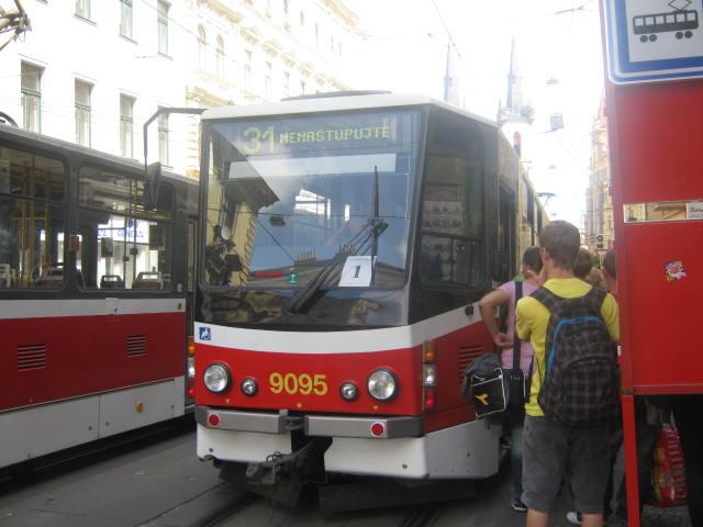 Náhradní tramvajová linka 31 spojující Strossmayrovo náměstí a Vítězné náměstí