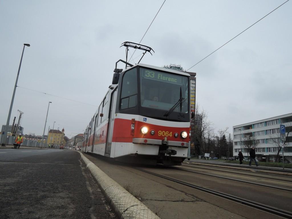 5553 - linka 33 Invalidovna DPP Tatra KT8D5.RN2P 9064