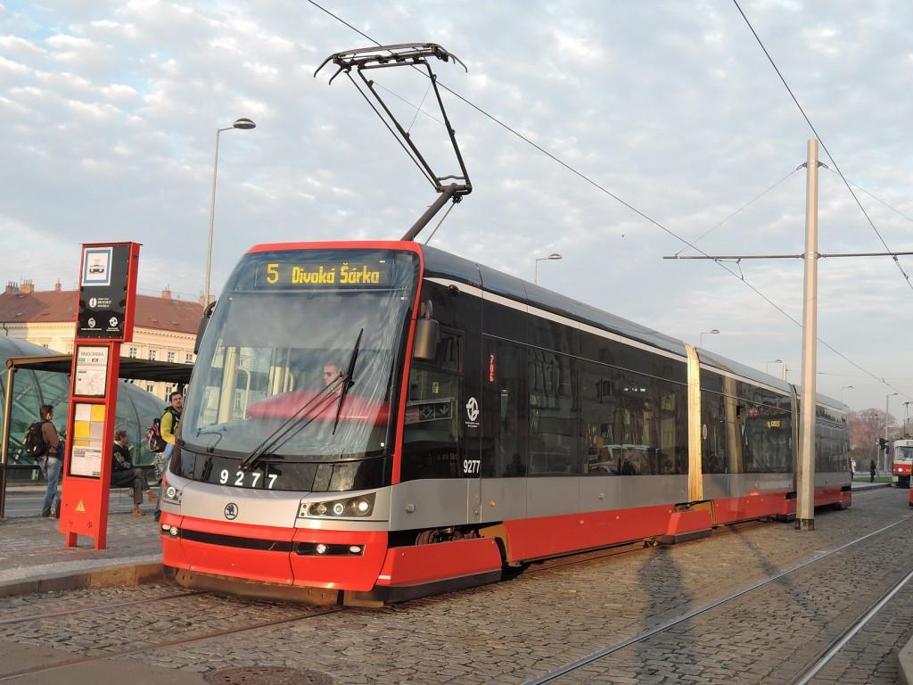 4873 - linka 5 Hradčanská DPP Škoda 15T 9277