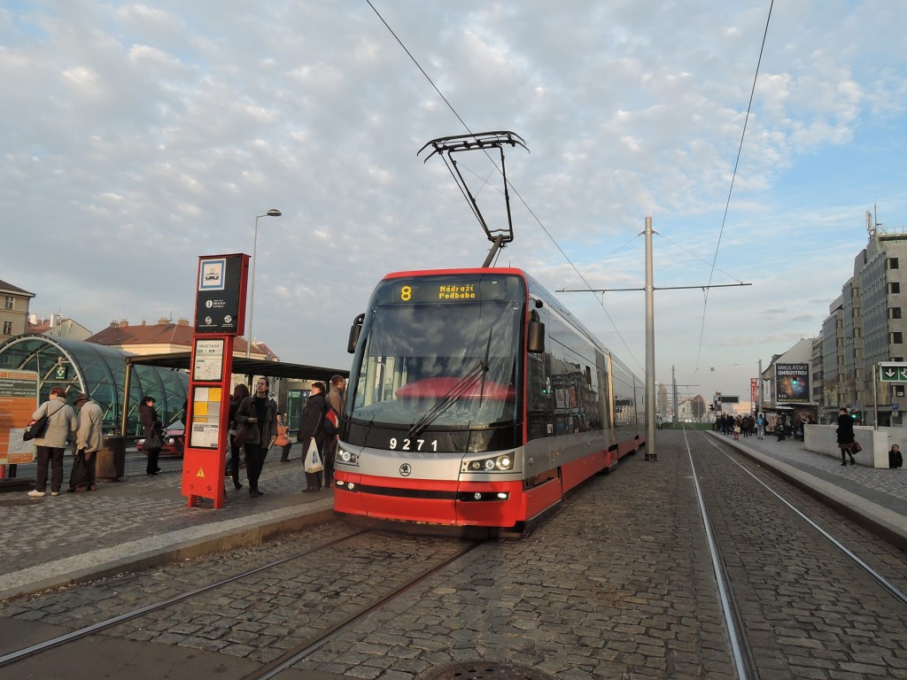 4870 - linka 8 Hradčanská DPP Škoda 15T 9271