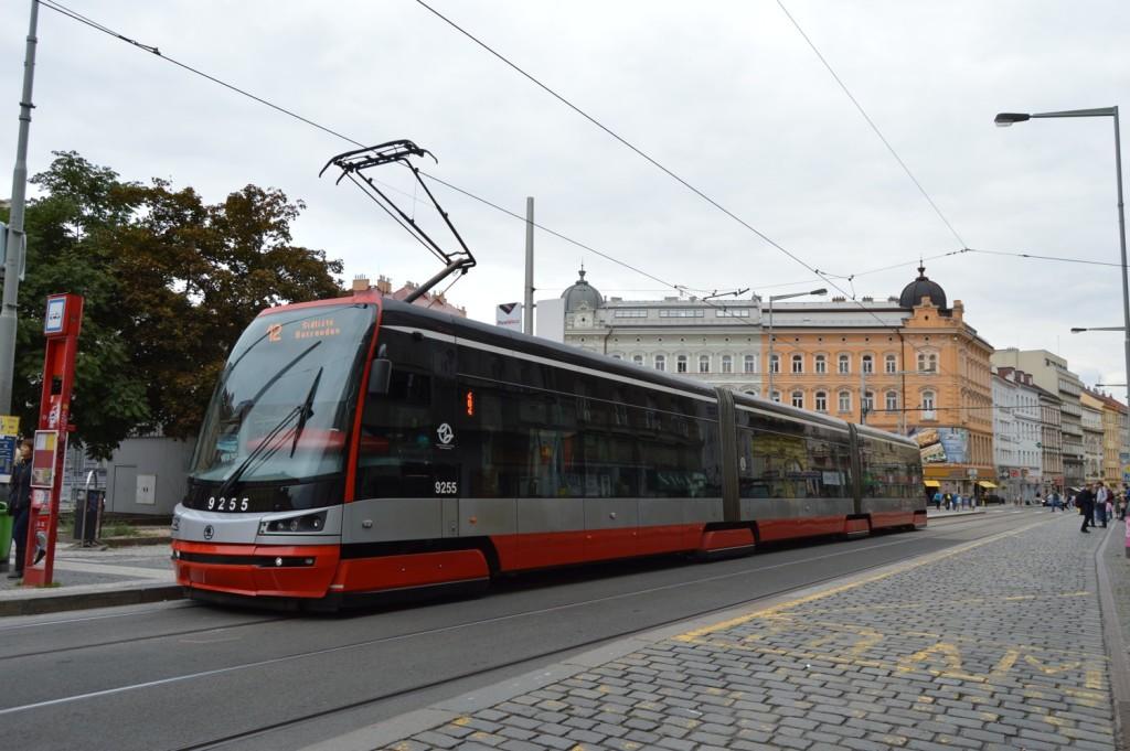 15T-l12_letenske-nam