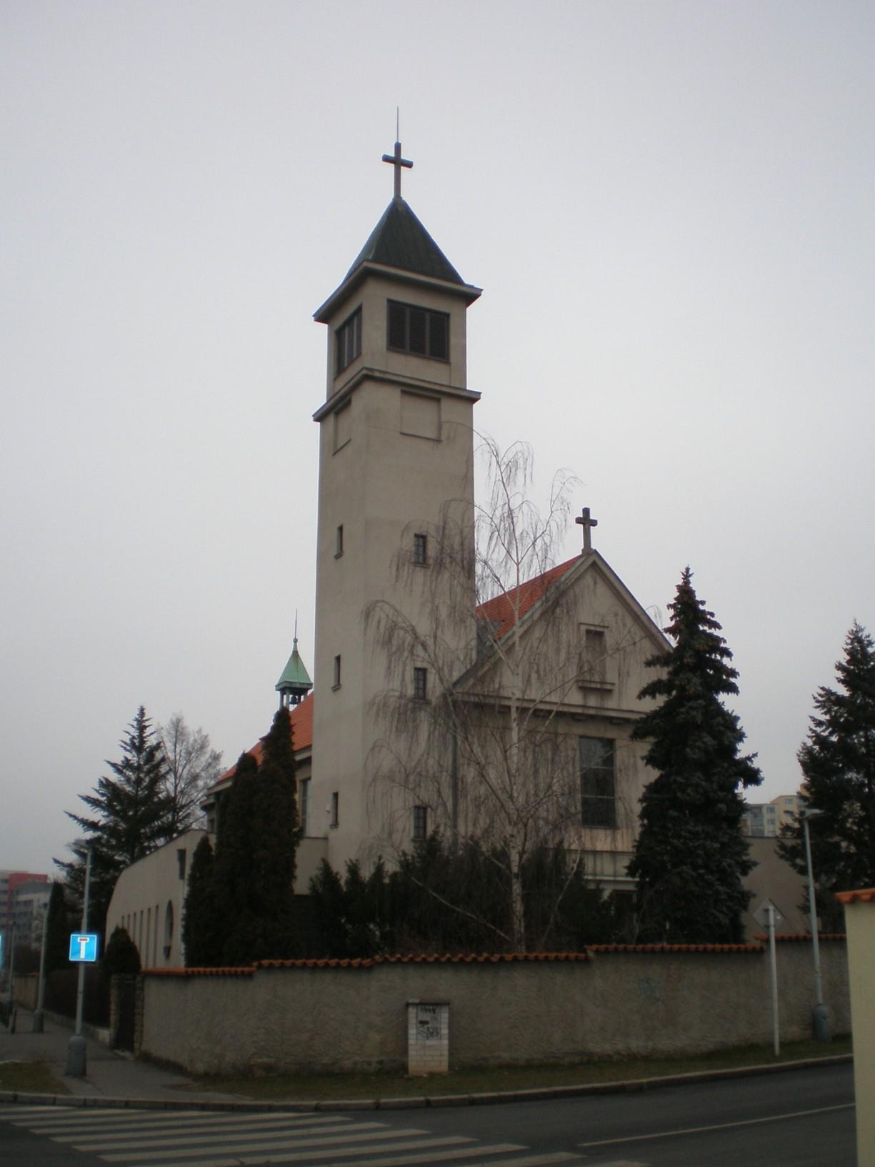 752 - Lhotka - kostel Panny Marie Královny míru