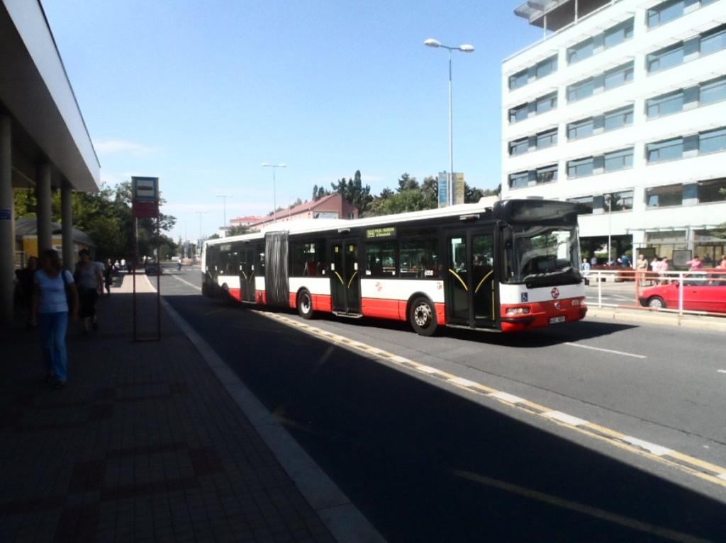 linka 144 v Kobylisích