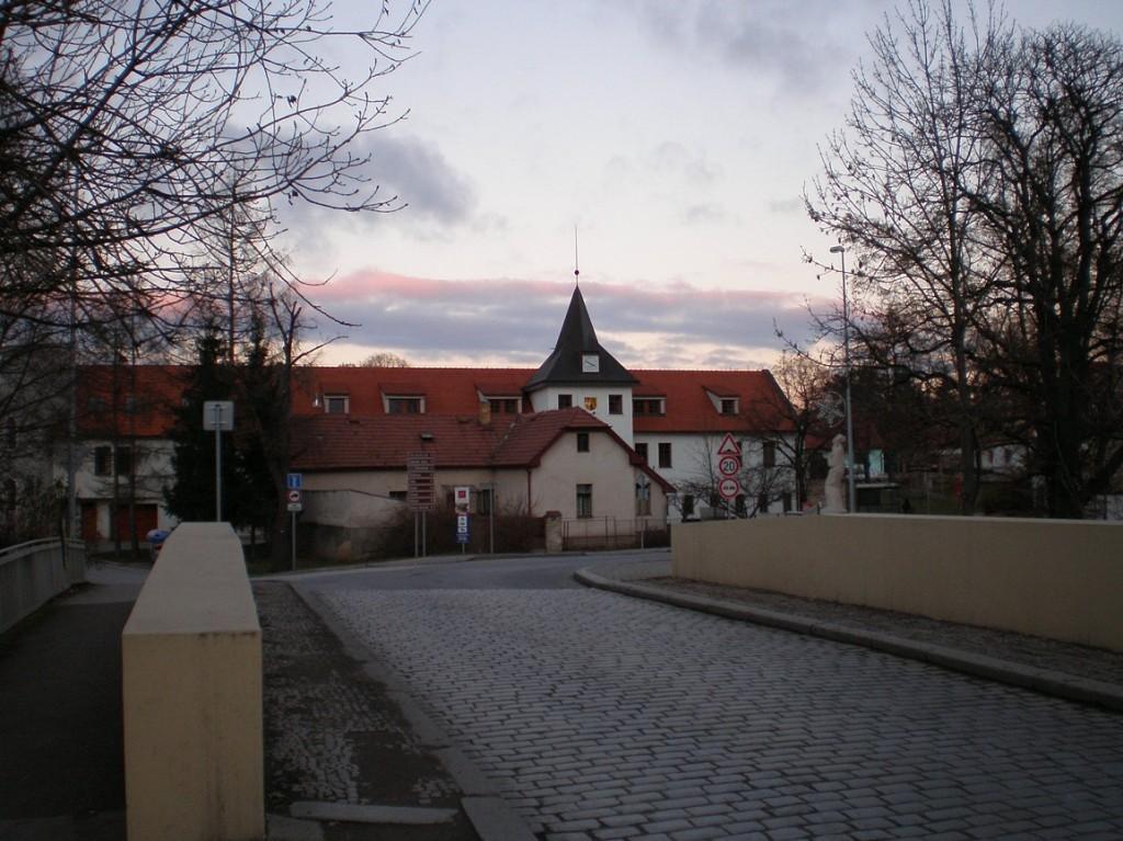 Dolní Počernice se starou radnicí
