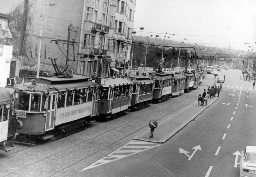 loučení s dvounápravovými vozy roku 1974