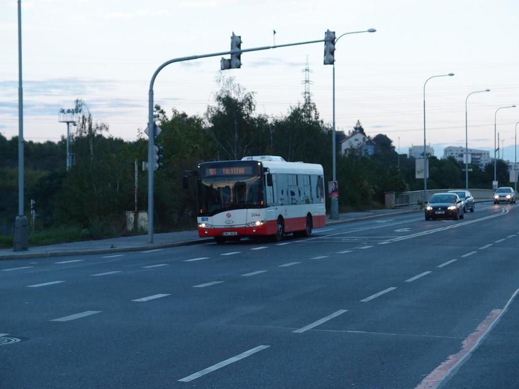 101 - Autobus linky 101 v Záběhlické ulici