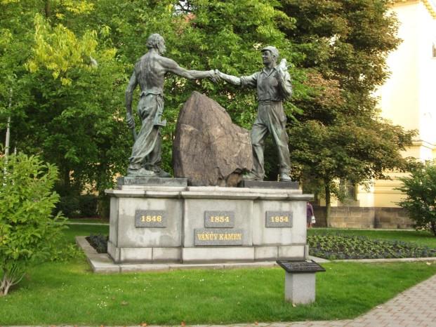 Váňův kámen u gymnázia (Foto: JAH)