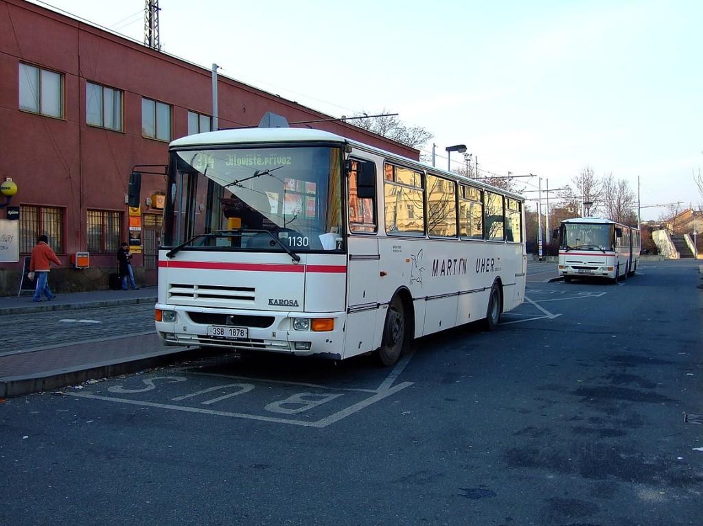 1280px-Praha,_Smíchov,_Smíchovské_nádaží,_Karosa_C_934E_(Martin_Uher)