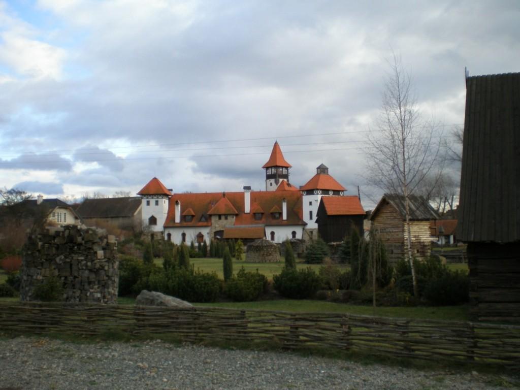 011 - Červený Újezd - hrad