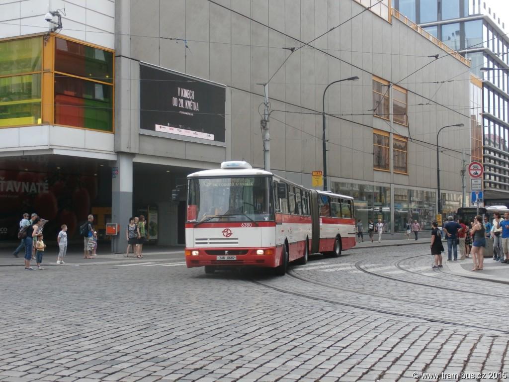 3972-90-let-autobusů-v-Praze-autobusový-průvod-Karosa-B-961-6380.JPG
