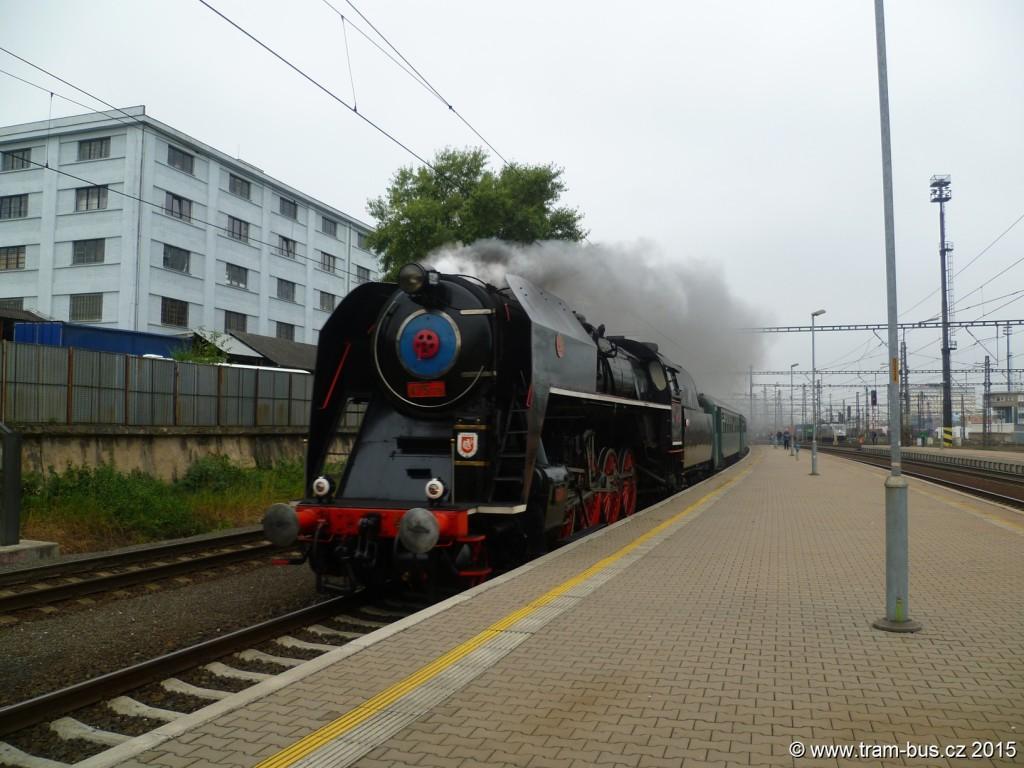4368 - vlak 475179 Šlechtična Praha-Libeň při 5. RDP trať 011