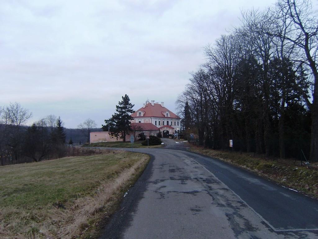 417 - Panenské Břežany - horní zámek