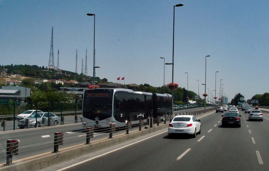 Mercedes CapaCity na metrobusové lince 34A směr Cevizlibağ (foto: OK)