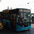 Autobus linky 28T u zastávky Kabataş.