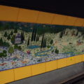 Obraz ve stanici metra Osmanbay.