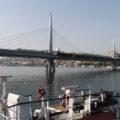 Na mostě, po němž trasa M2 překonává záliv Haliç, je i stejnojmenná stanice metra.