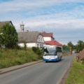 Autobus na propojených linkách 826 a 820 z Proseče do České Třebové kousek za školou v Němčicích.