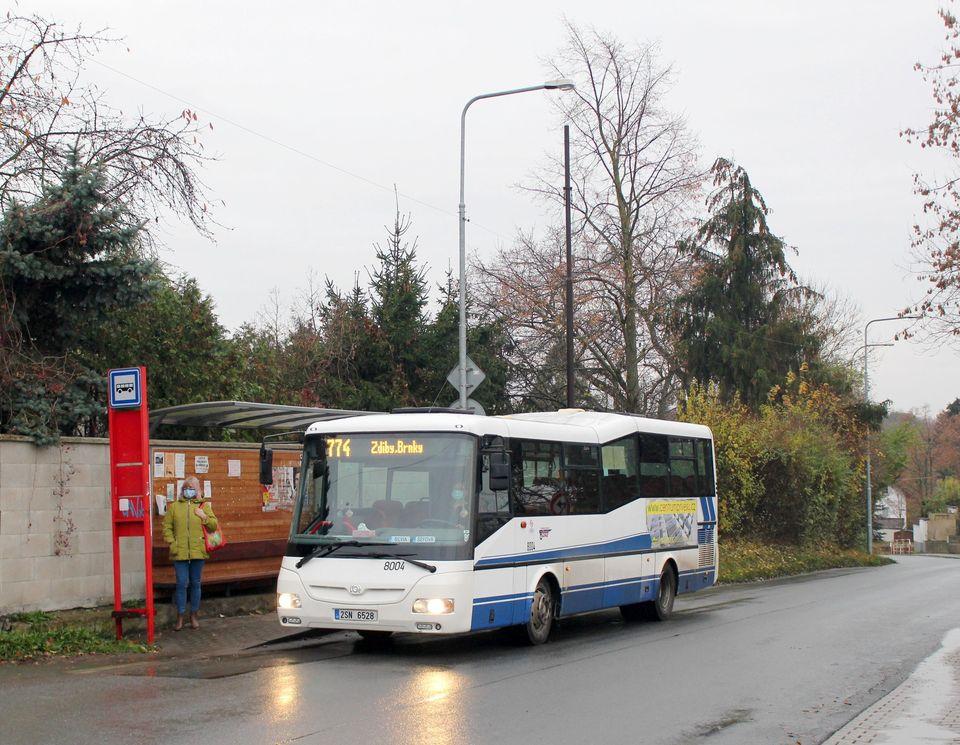 Vůz 8004 ve druhý den provozu v zastávce Zdiby, Přemyšlení, foto: pid.cz
