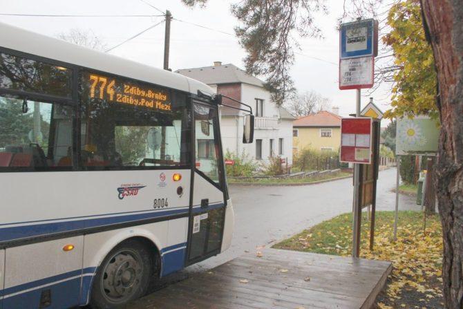 Vůz 8004 v zastávce Zdiby, Přemyšlení, Chaberská v druhý den provozu linky, foto: pid.cz