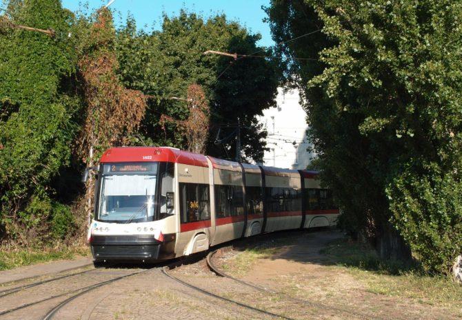 Tramvaj linky 2 projíždí obratištěm Oliwa před cestou zpět přes Zaspu a centrum do Lostowic