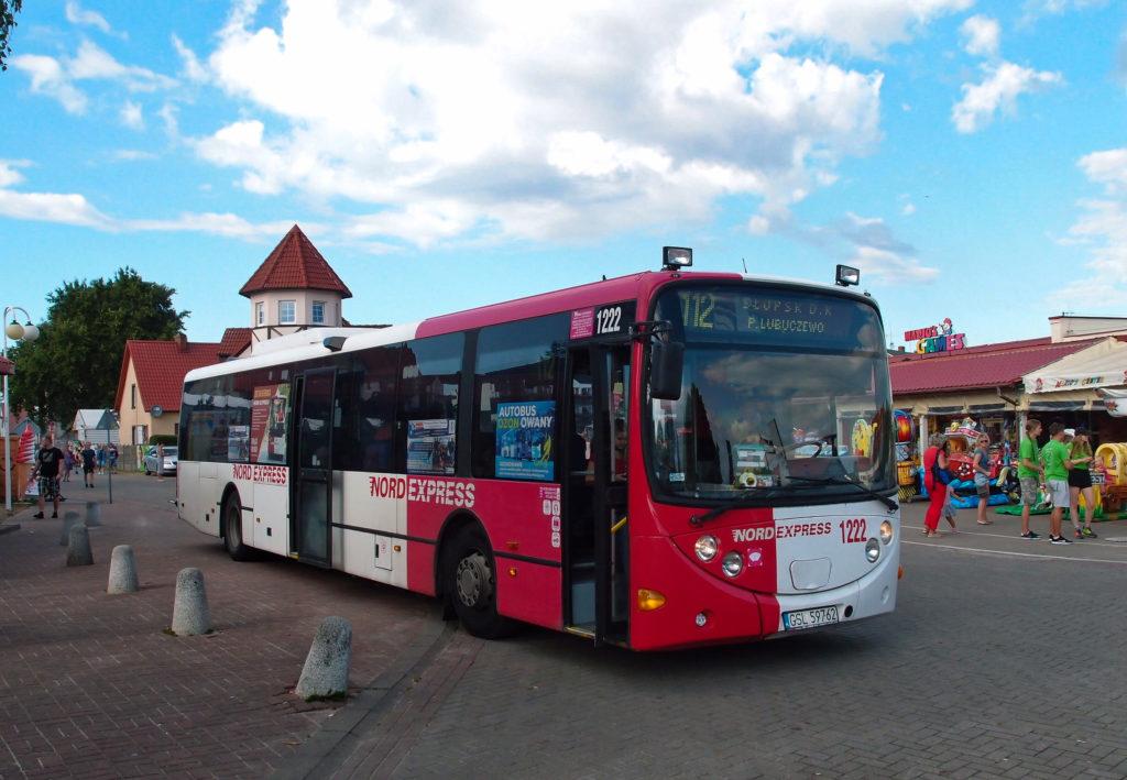Linka 112 dopravce Nord express jezdí v sezoně ze Słupsku do přímořské vesnice Rowy.