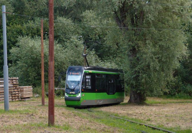 Tramvaj linky 2 v obratišti Marymonska se chystá k cestě zpět na nádraží a do obratiště Druska