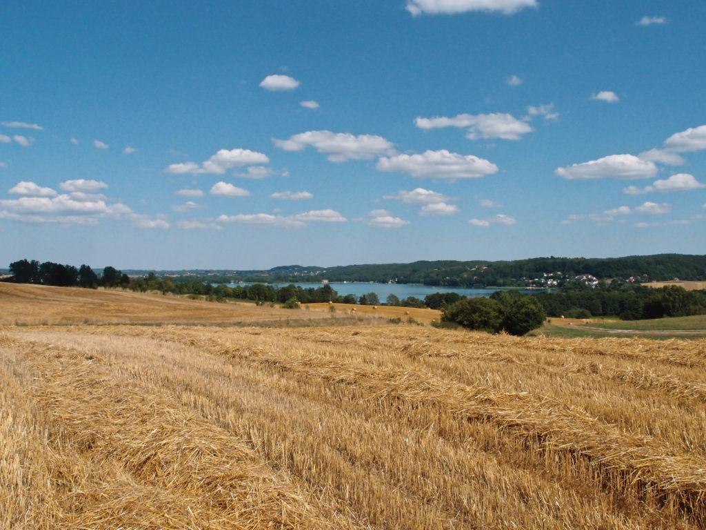Krajina Kaszubského parku s jezerem Kłodno.